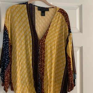 XL HOBO shirt. Cute tie front with bell sleeves.